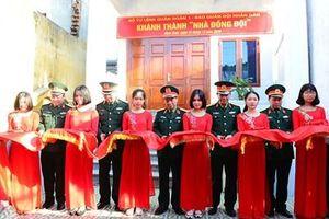 Trao 'Nhà đồng đội' tặng Đại úy QNCN Hoàng Văn Chinh