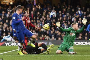 Cùng mất phong độ, tại sao tương lai Chelsea vẫn sáng hơn Arsenal?