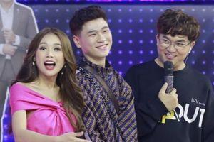Sam tán tỉnh trai đẹp người Lào trên sóng truyền hình