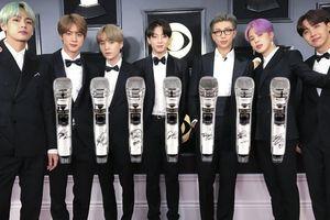 BTC Grammy gây tranh cãi khi bán đấu giá 7 chiếc micro của BTS sử dụng trong world tour Love Yourself để gây quỹ