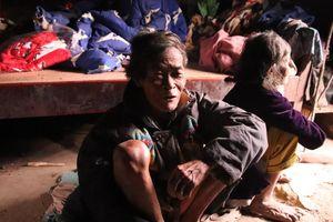 Cuộc sống săn bắt, hái lượm như người nguyên thủy ở bộ tộc kỳ lạ nhất Việt Nam