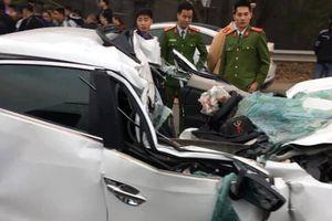 Một người tử vong, ô tô Mazda biến dạng sau va chạm với xe ben