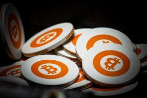 Giá Bitcoin lại giảm 'sốc'