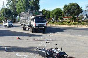 Va chạm với ô tô, 2 nữ sinh thương vong trên đường đi học về