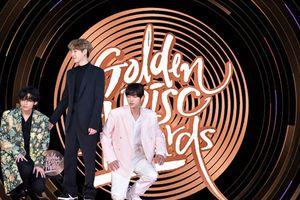 Golden Disk Awards 34 ngày 2: Fan share 'rần rần' khoảnh khắc Jin 'chữa ngượng' cho V tại thảm đỏ, TWICE thắng giải Bonsang bán đĩa với doanh thu ấn tượng