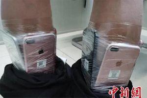 Chiêu trò buôn lậu iPhone cực độc dị, cảnh sát 'sốc'...