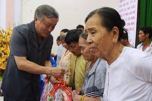 Đồng chí Nguyễn Hòa Bình chúc Tết huyện đảo Phú Quốc