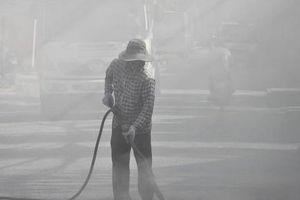Hàng chục nhà dân sống trong 'bão bụi' vì... vệ sinh đường