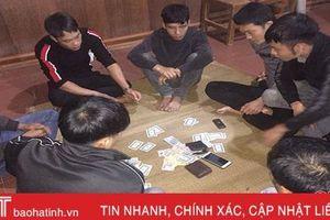 7 con bạc xã Liên Minh đang đánh 'liêng' thì bị bắt