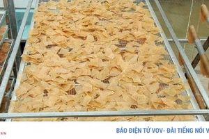 Đặc sản bánh phồng tôm Cà Mau nhộn nhịp đón Tết