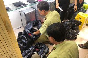 Thu giữ hàng nghìn đồ nghi giả LV, Gucci ở 'thiên đường mua sắm' Sài Gòn