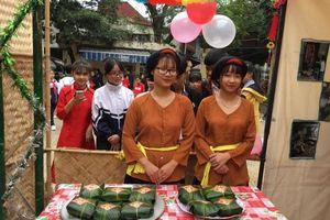 Sôi nổi hội thi gói bánh chưng của đội viên Thủ đô