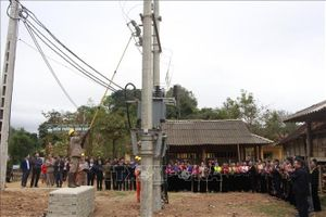 Gần 2.000 hộ dân Sơn La có điện lưới quốc gia trước Tết Nguyên đán