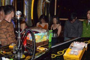 Nghệ An: 3 cô gái cùng nhóm thanh niên sử dụng ma túy trong phòng hát