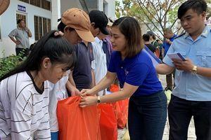 Thanh niên Hải quan mang xuân sớm đến với đồng bào nghèo Cà Mau, Bạc Liêu