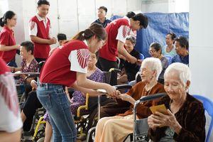NHG tặng hơn 800 triệu đồng cho trẻ mồ côi, người già neo đơn