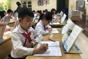 Các bộ sách giáo khoa tiếng Anh phải do người Việt biên soạn