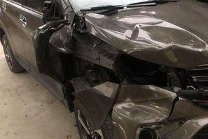 Điều khiển xe Mazda CX5 bỏ trốn khi tông thương vong 2 người dừng sửa xe bán tải