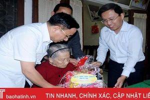 Bí thư Tỉnh ủy Lê Đình Sơn thăm, chúc tết các gia đình chính sách