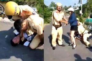 Đẩy ngã mô tô, chồng say bị đè xuống đường, vợ và em gái chửi đánh CSGT Bạc Liêu