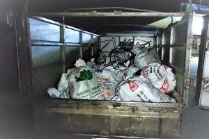 Hà Tĩnh: Bắt giữ xe chở hơn 500kg mỡ động vật bốc mùi hôi thối trên đường đi tiêu thụ