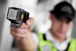 Cảnh sát Hồng Kông cân nhắc trang bị súng điện, súng lưới đối phó biểu tình