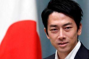 Bộ trưởng Nhật Bản nghỉ phép chăm con gây bàn tán