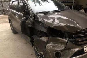 Tạm giữ tài xế bỏ trốn khi tông người đàn ông sửa xe bên đường tử vong