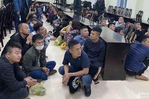Khởi tố vụ án đánh bạc có hơn 100 người bị bắt ở Nghệ An