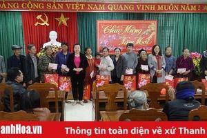 Hiệp hội Doanh nhân nữ Thanh Hóa trao tặng quà Tết cho người nghèo
