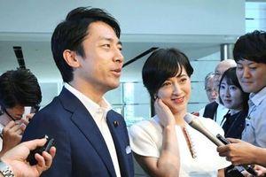 Bộ trưởng Nhật nghỉ việc chăm con