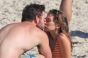Liam Hemsworth hôn tình mới sau 5 tháng ly hôn Miley Cyrus