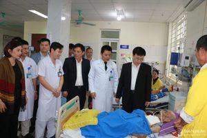 Phó Chủ tịch UBND tỉnh Bùi Đình Long chúc tết các đơn vị y tế