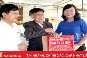 Lãnh đạo Hà Tĩnh thăm hỏi, tặng quà các đối tượng chính sách, đảng viên tiêu biểu dịp Tết Nguyên đán
