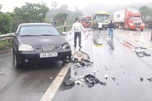 Tai nạn liên hoàn trên cao tốc Nội Bài - Lào Cai: 4 ô tô tông nhau