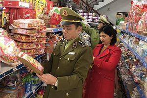 Phát hiện nhiều cửa hàng kinh doanh thực phẩm quá hạn sử dụng