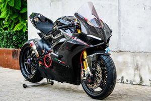 Ducati Panigale V4 với gói độ xe đua tiền tỷ tại TP.HCM
