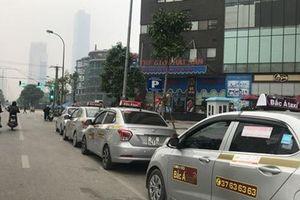 Taxi công nghệ được gắn mác 'xe hợp đồng'