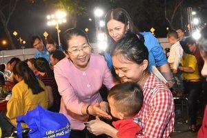 Hàng trăm gia đình công nhân khó khăn tại TP HCM vui 'Tết sum vầy'