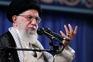 Ông Trump phản pháo khi bị Đại giáo chủ Iran gọi là 'chú hề'