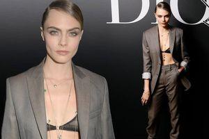 Siêu mẫu Cara Delevingne phanh áo khoe nội y đi sự kiện