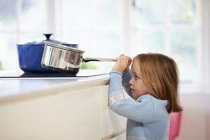 6 điều bố mẹ nên làm khi để con ở nhà một mình