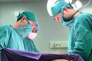 Mũi biến dạng vì u sợi mạch vòm mũi họng, khó mấy cũng điều trị thành công