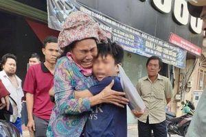 Điều kỳ diệu cuối năm, bà mẹ bán vé số đã tìm được con trai sau hơn 1 năm đi lạc