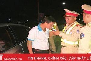 Đủ kiểu đối phó, dân nhậu vẫn bị Cảnh sát giao thông Thạch Hà xử phạt