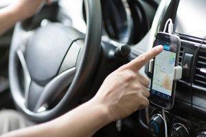 Taxi được lựa chọn đeo 'mào' hoặc dán chữ phản quang lên kính