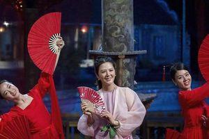 Ca sĩ Đinh Hiền Anh ngại ngùng trước cảnh 'liếc mắt đưa tình' với bạn diễn