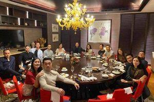 Phillip Nguyễn - Linh Rin tình tứ còn hơn cả vợ chồng Hà Tăng trong tiệc tùng cuối năm