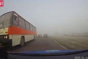 Hai ô tô đấu đầu kinh hoàng vì sương mù dày đặc