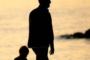 Chồng làm đơn đề nghị xét nghiệm quan hệ huyết thống giữa vợ và con gái chỉ vì một 'nhầm lẫn' nho nhỏ trong quá khứ